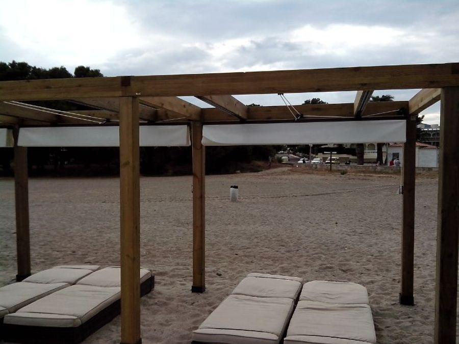 P rgolas de madera en la playa ideas toldos - Toldo de madera ...