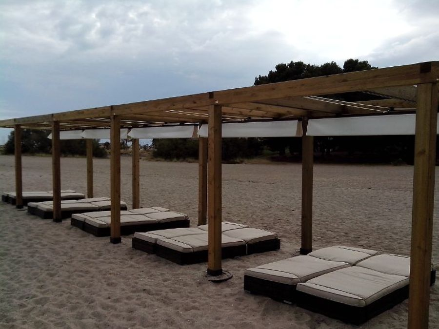P rgolas de madera en la playa ideas toldos - Madera para pergolas ...
