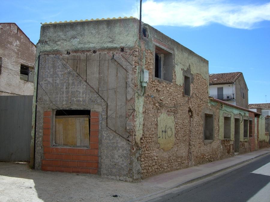 Picado de los revestimientos exteriores y cierre de parte de los antiguos.