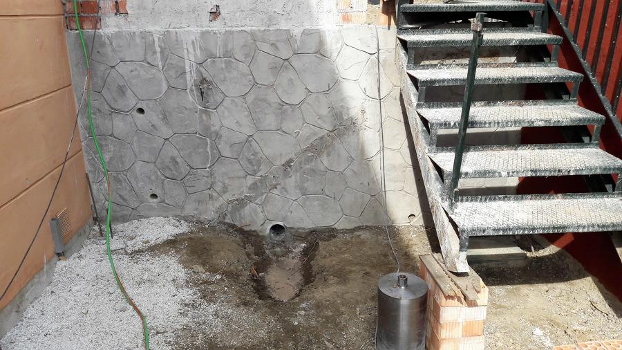 Picados en zona de acceso a área de piscina