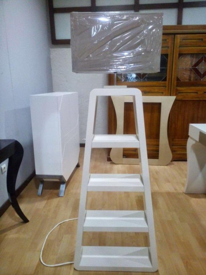 Foto pie de l mpara estanter a de serranos studio 829599 habitissimo - Lampara estanteria ...