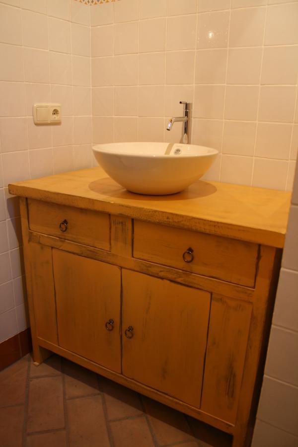 cuartos de baños jaenmueble de baño en madera de pino acabado color