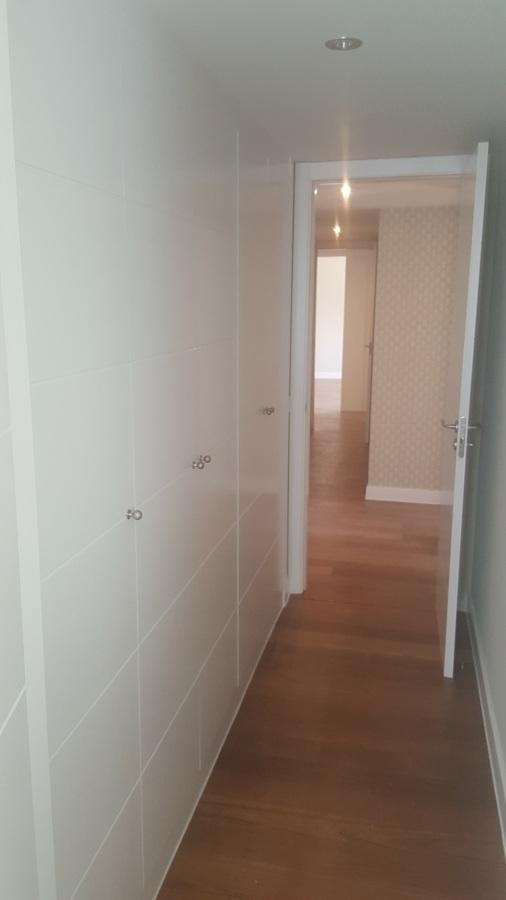 Pintado de armario grande en pasillo