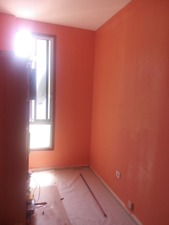 Colocaci n de suelo laminado y pintado de tres colores de - Como hacer color naranja ...