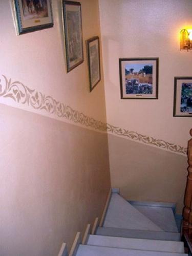 Foto pintado y decoraci n de escalera en una torre de - Decoracion escaleras interiores paredes ...