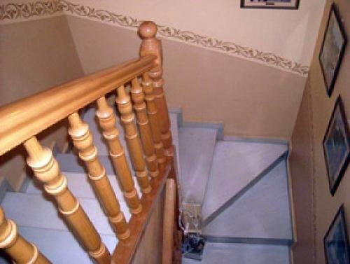 Pintado y Decoración de Escalera en una Torre de Sabadell