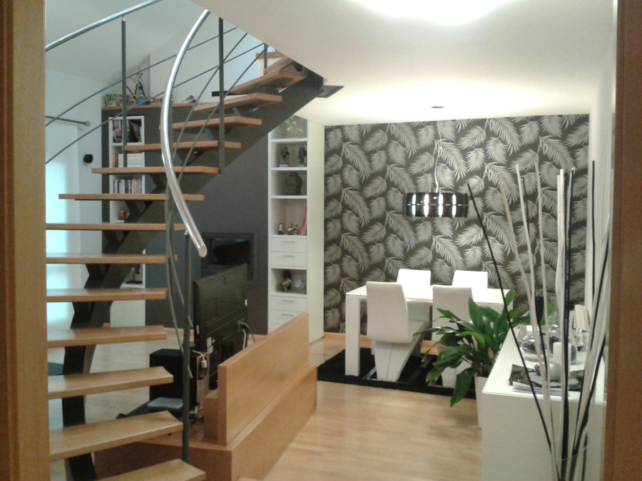 Fotos de proyectos realizados huesca ideas pintores for Escaleras de salon