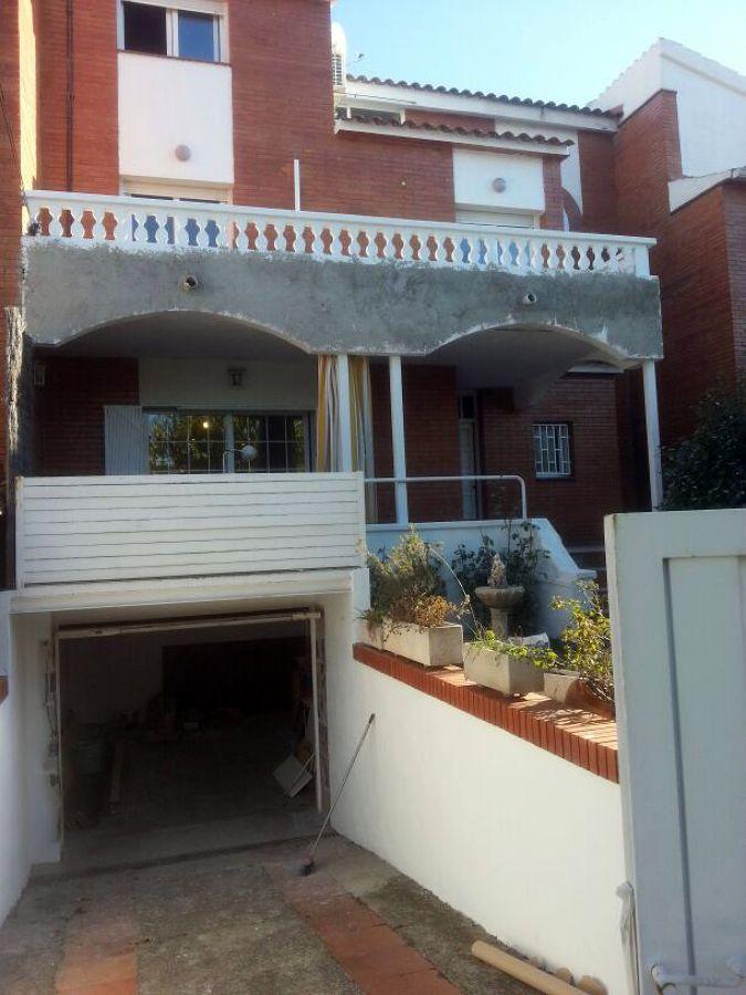 Casa en masnou ideas pintores for Ideas para pintar exteriores de casas