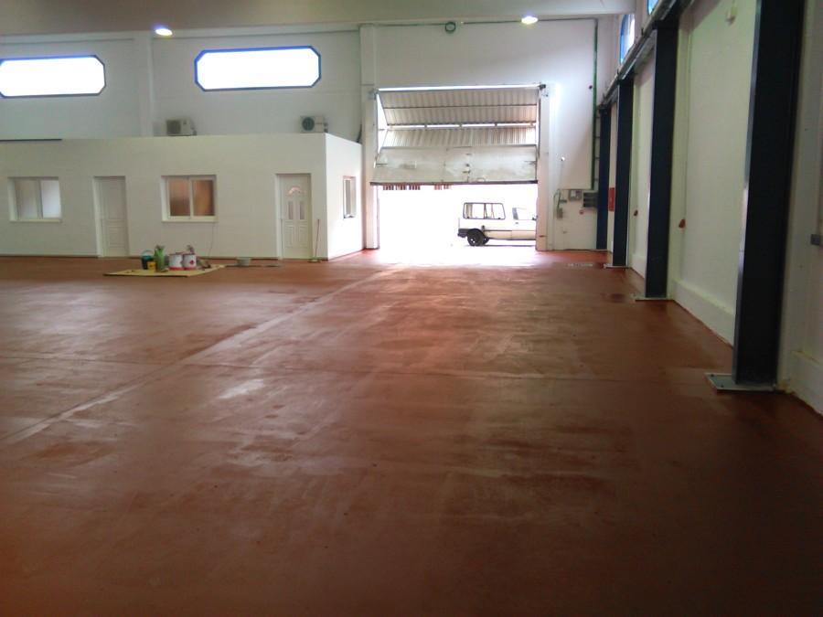 Pintado de suelo con pintura a base de resinas sintéticas