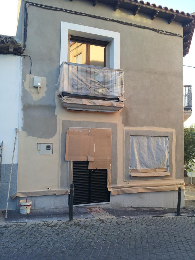 Pintura fachada e interior de vivienda