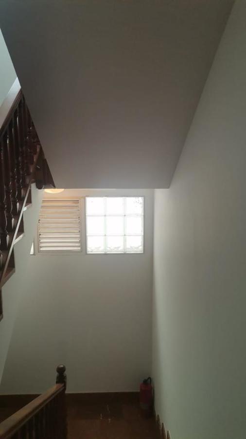 Pintura interior de caja de escaleras