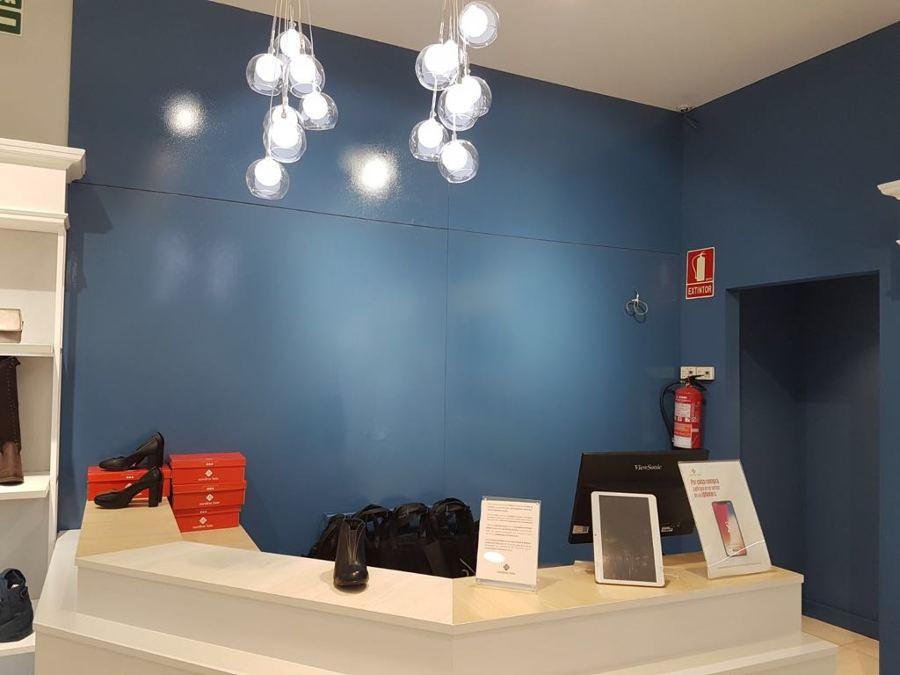 Pintura interior fondo mostrador local comercial