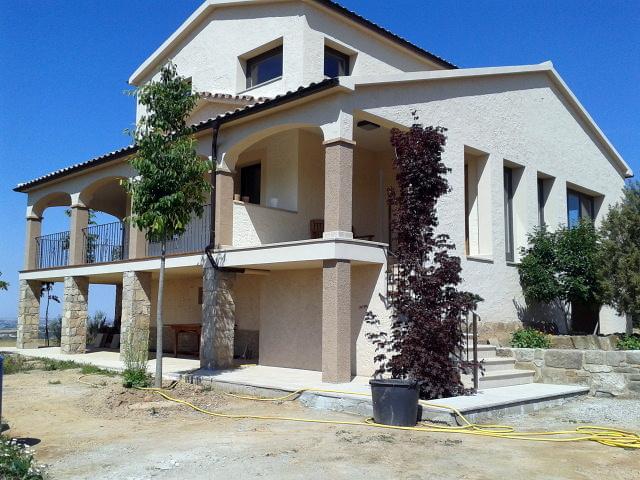 Pintura interior y exterior en una casa de campo ideas for Ideas pintura exterior casa