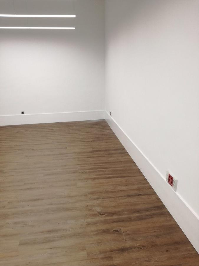 Pintura y colocación de tarima en habitaciones