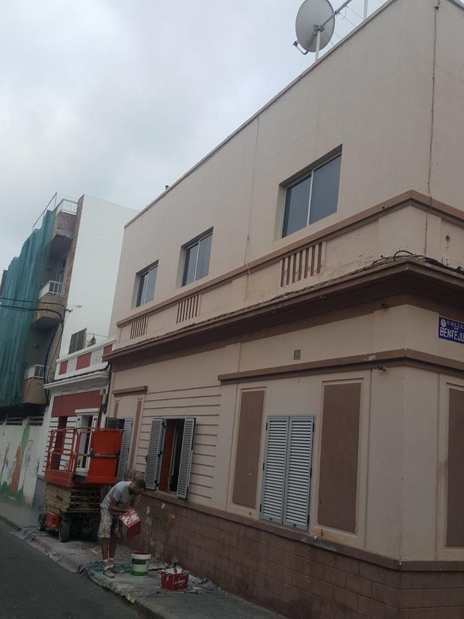 Pintura y revestimiento de exterior fachada ideas pintores - Revestimiento de fachada ...