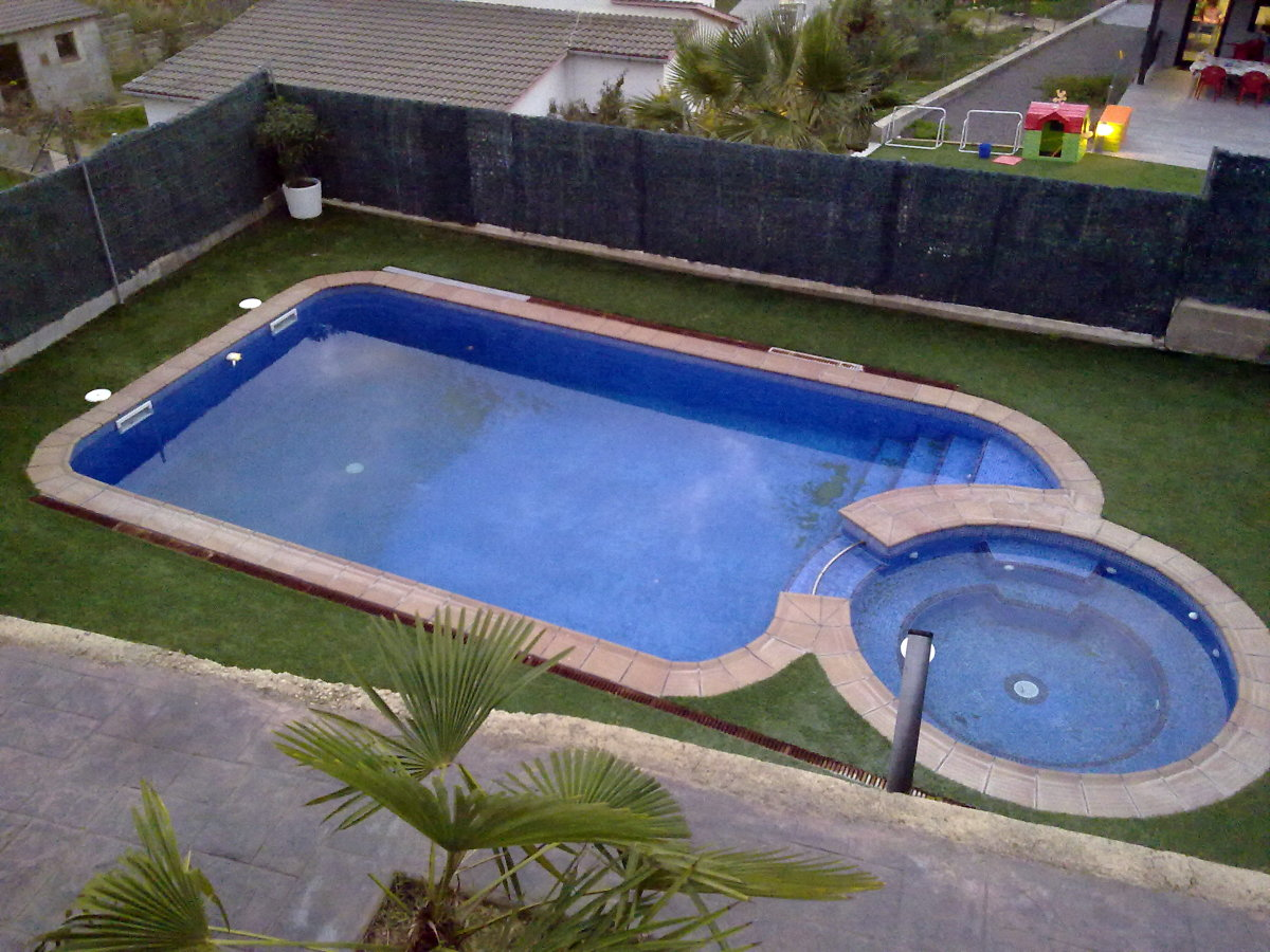 Jacuzzi exterior medidas spa empotrable rectangular for Piscina jacuzzi exterior
