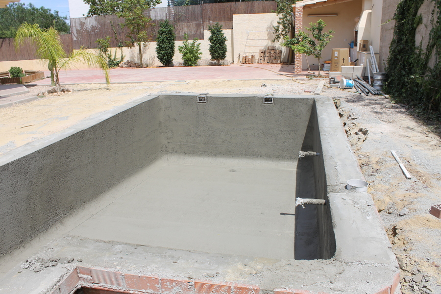 Gunitados ideas construcci n piscinas for Piscina 8x4 escalera romana