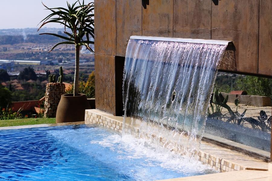 Cascadas para piscinas cuando la belleza y la salud van for Piletas con cascadas
