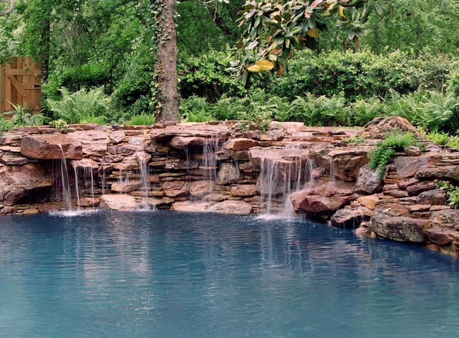 Cascadas para piscinas cuando la belleza y la salud van for Cascadas prefabricadas