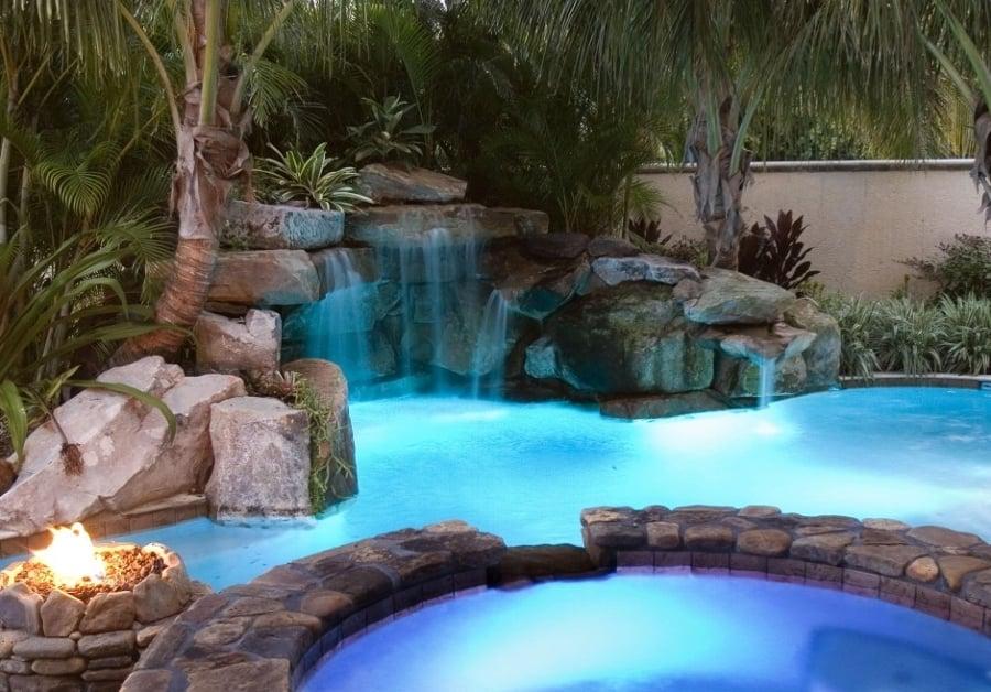 Cascadas para piscinas cuando la belleza y la salud van for Piscinas pequenas con cascadas
