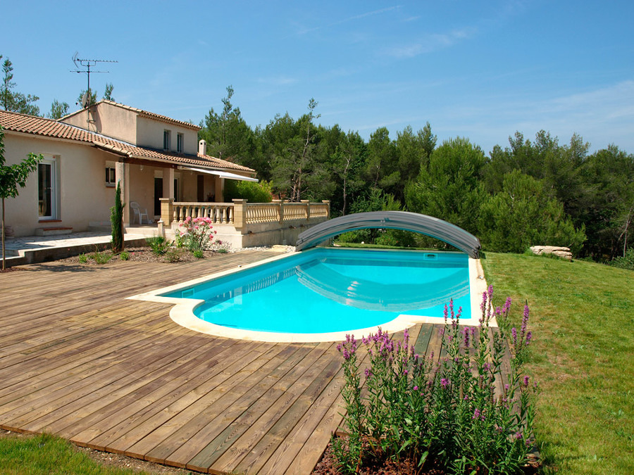 piscina con cubierta