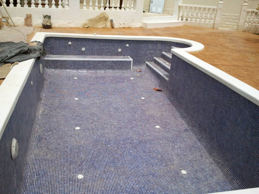 Piscina con jacuzzi ideas construcci n piscinas for Barredera piscina