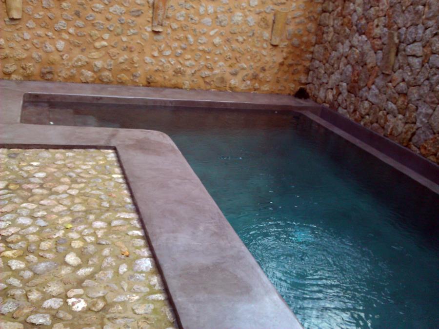 Foto piscina con microcemento gris acero despues de for Piscinas de acero