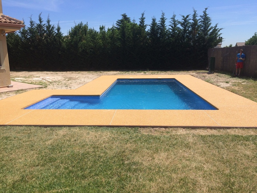 Piscina particular con playa de resina ideas for Piscina playa precio