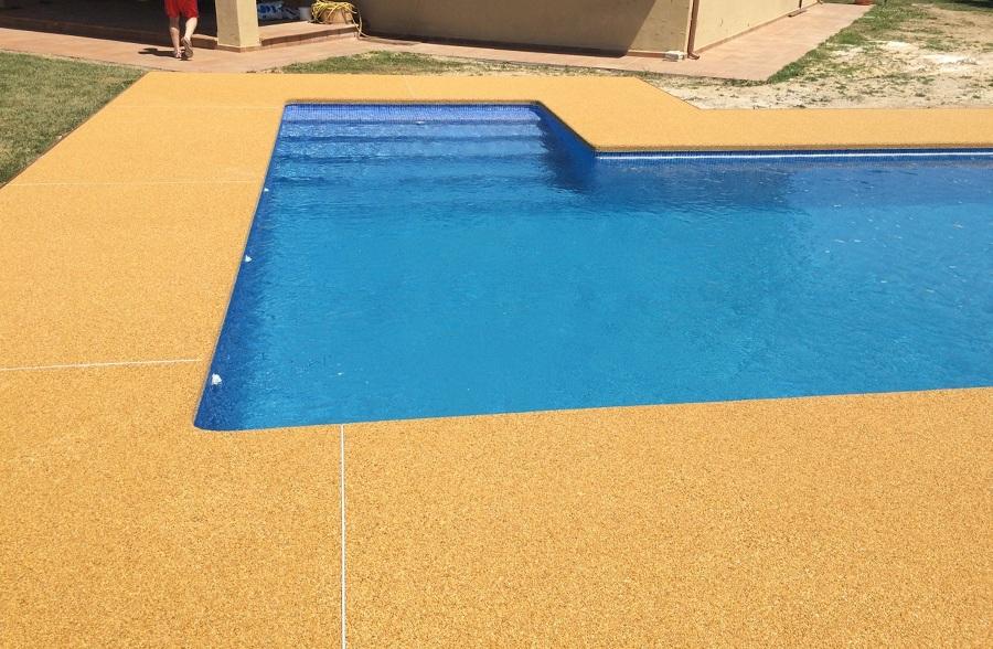 Piscina con playa de resina