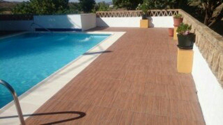 Foto piscina con suelo antideslizante de construcciones - Antideslizante para suelos ...