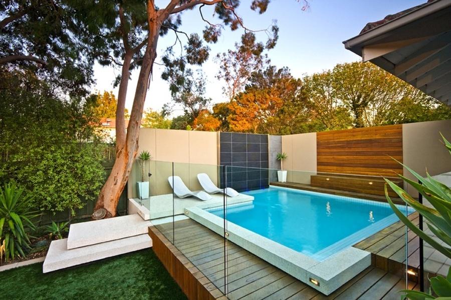 Foto piscina con valla de cristal de marta 1226467 for Construir alberca en azotea