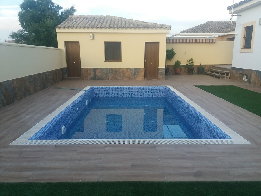 Piscina desbordante ideas construcci n piscinas - Cuartos de aseo con ducha ...