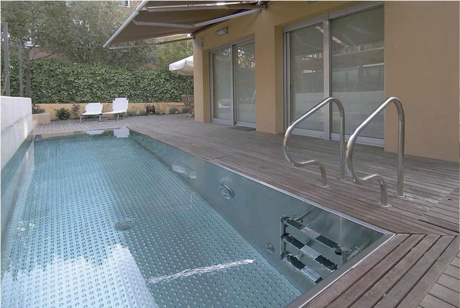 7 revestimientos que revolucionar n tu piscina ideas - Piscina acero inoxidable ...