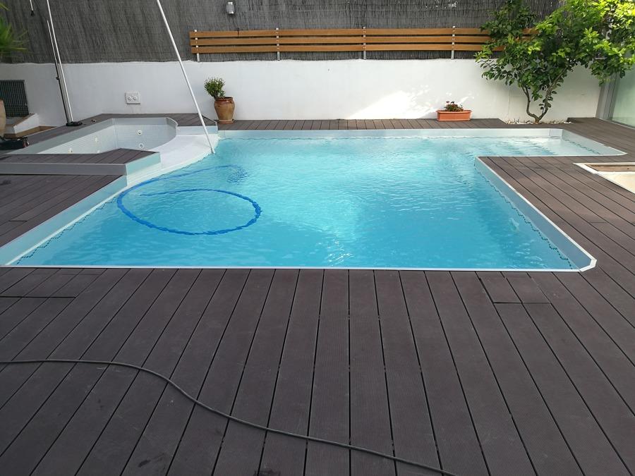piscina de diseo con jacuzzi y terminacin aceromadera