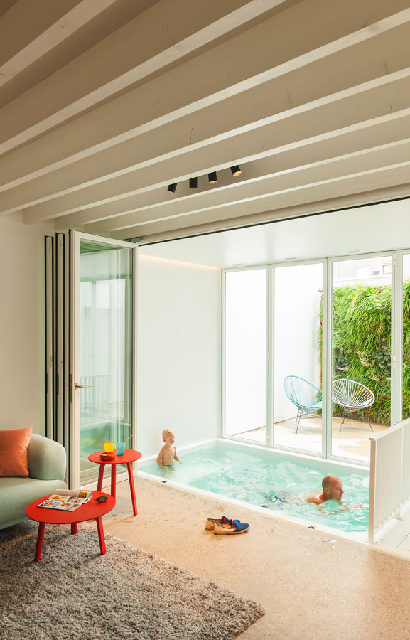 10 casas hechas para disfrutar del invierno ideas for Piscina interior