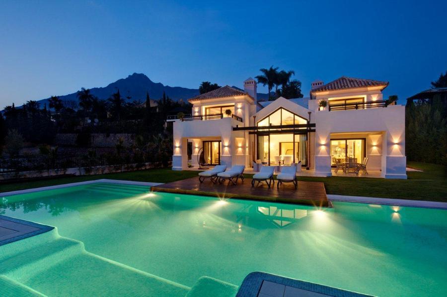 6 consejos para disfrutar de tu jard n con piscina ideas reformas piscinas - Casa de lujo en marbella ...