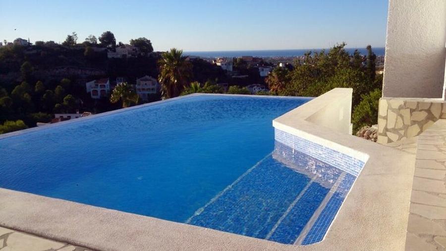 Piscina desbordante ideas reformas piscinas - Piscina lepanto cordoba precios ...