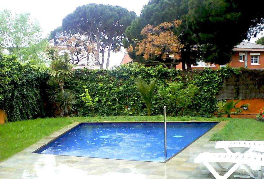 Foto piscina en castelldefels agua salada de oohmywall 1175883 habitissimo - Piscinas de agua salada ...