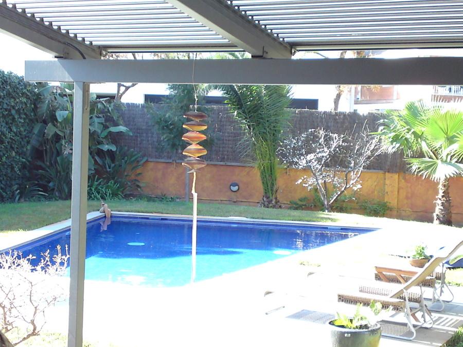 Foto piscina en castelldefels agua salada de oohmywall 1175886 habitissimo - Piscinas de agua salada ...
