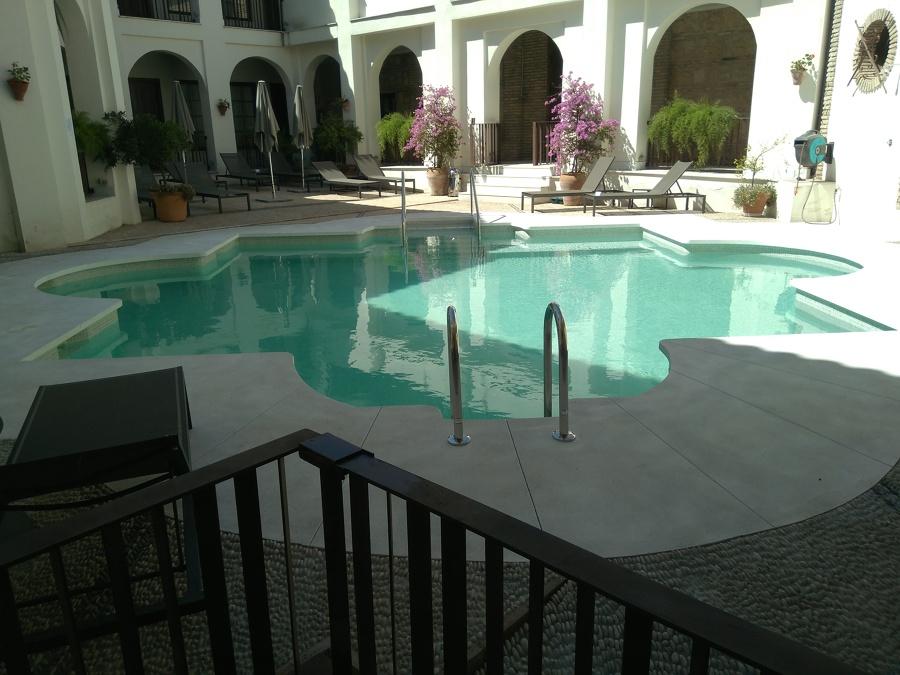 Piscina en Hotel NH Amistad (Córdoba)