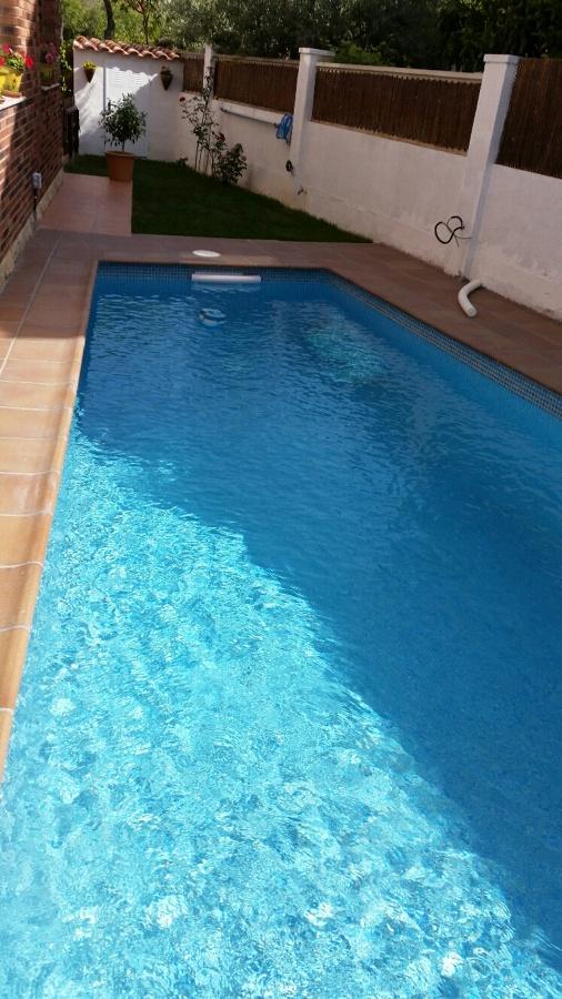 Piscina en un peque o jardin en tarragona ideas for Ideas piscinas jardin