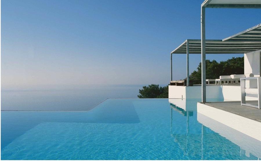 Piscinas infinitas para fundirse con el horizonte ideas for Fotos de piscinas infinity