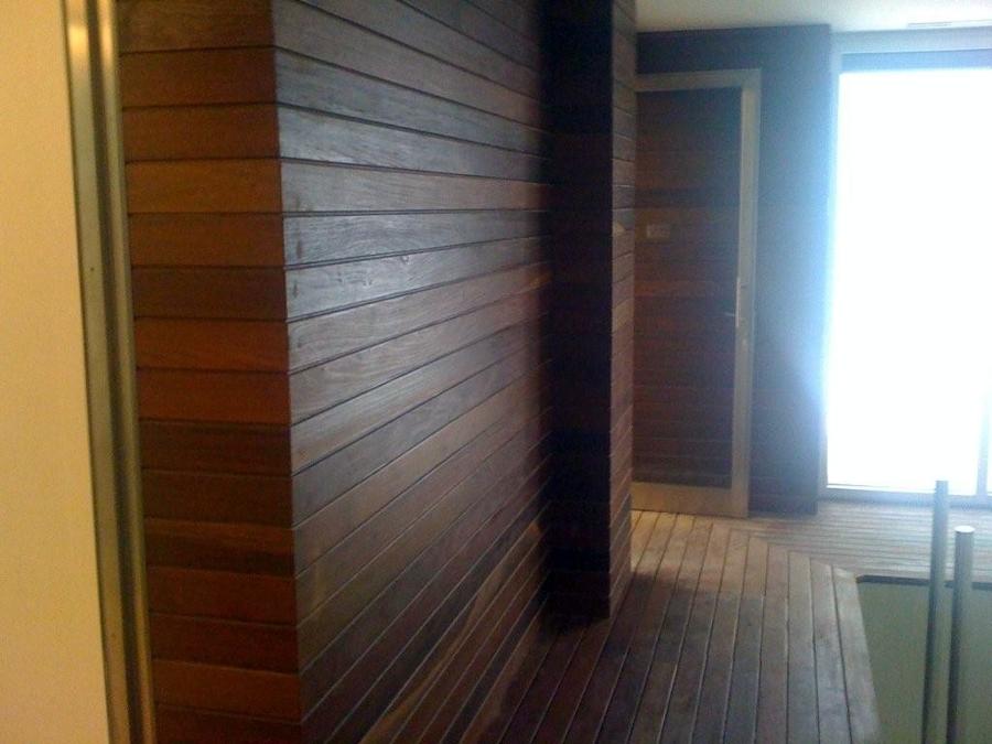 Foto piscina interior revestimiento paredes de parquets - Revestimiento paredes interior ...