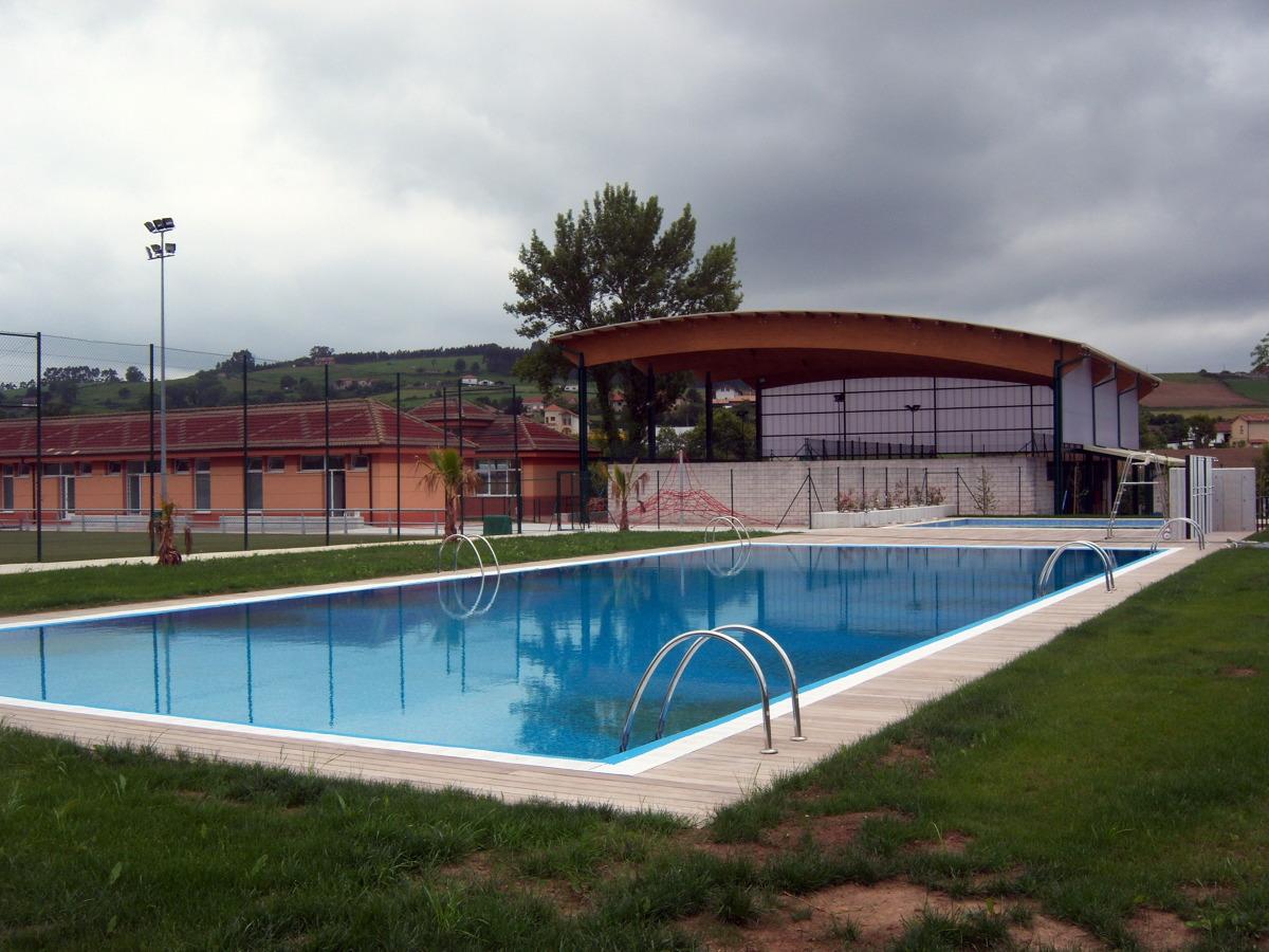 Cubierta de pistas de padel y piscinas municipales de for Piscinas picornell padel