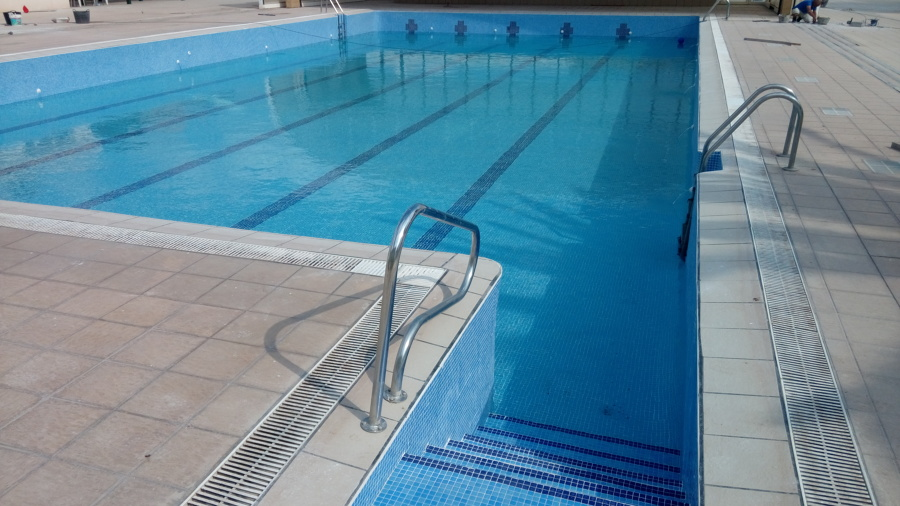 Foto piscina municipal llen ndose de fjp2 reformas for Piscina municipal girona