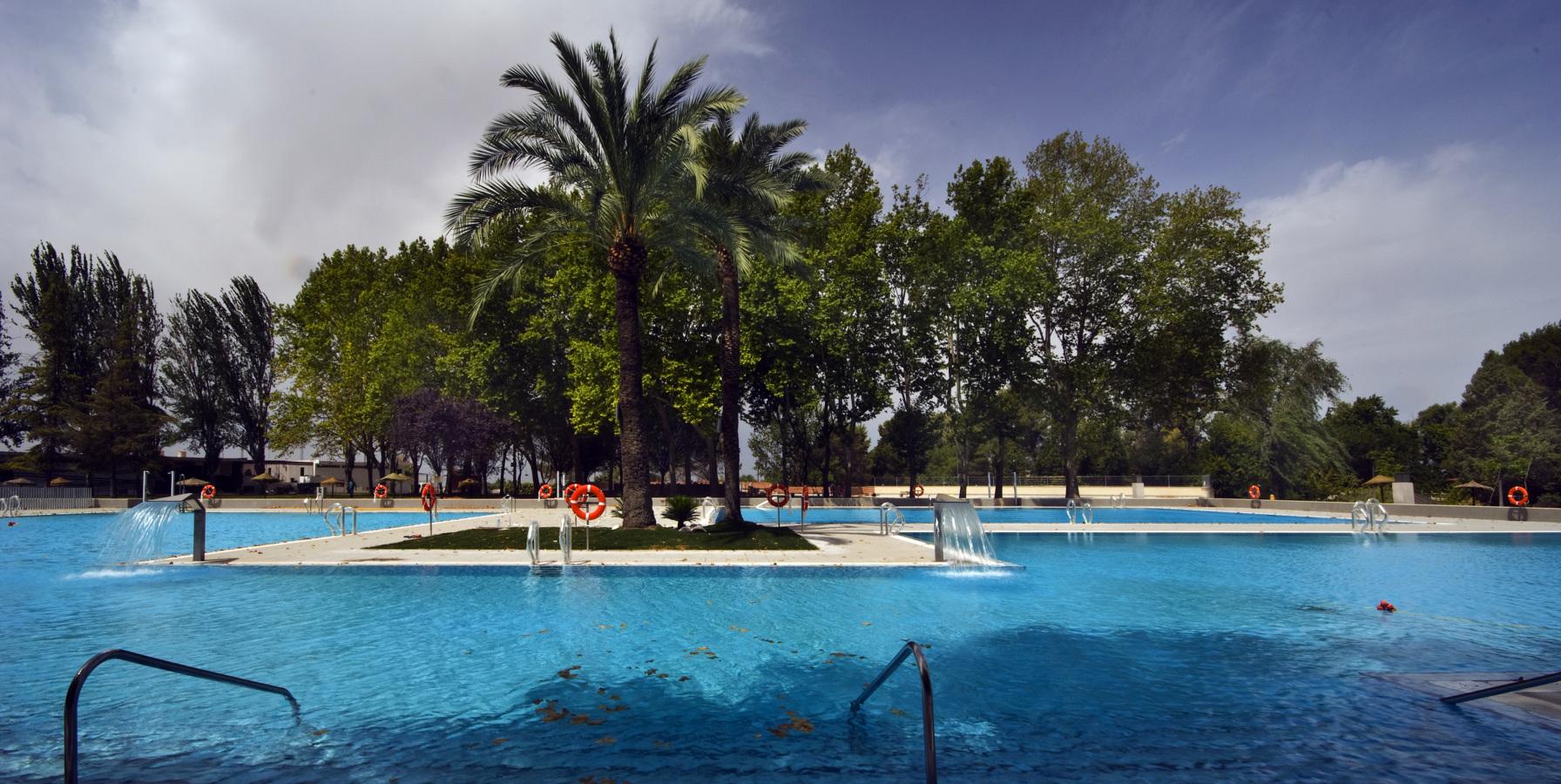 Piscina montilla ideas reformas piscinas for Piscinas jardin cordoba