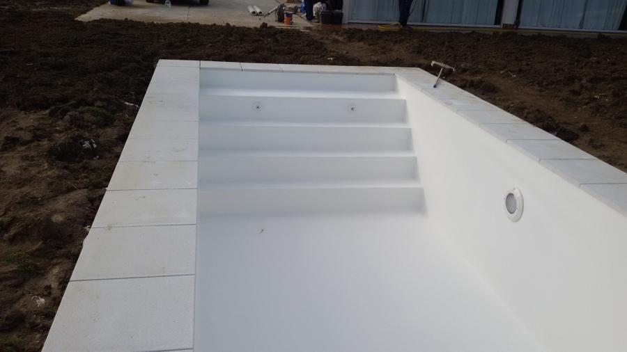 Temporada de piscinas ideas construcci n piscinas for Escaleras para piscinas de obra