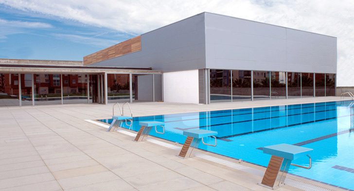 Foto piscina provincial castell n de gad arquitectura la for Piscina olimpica castellon