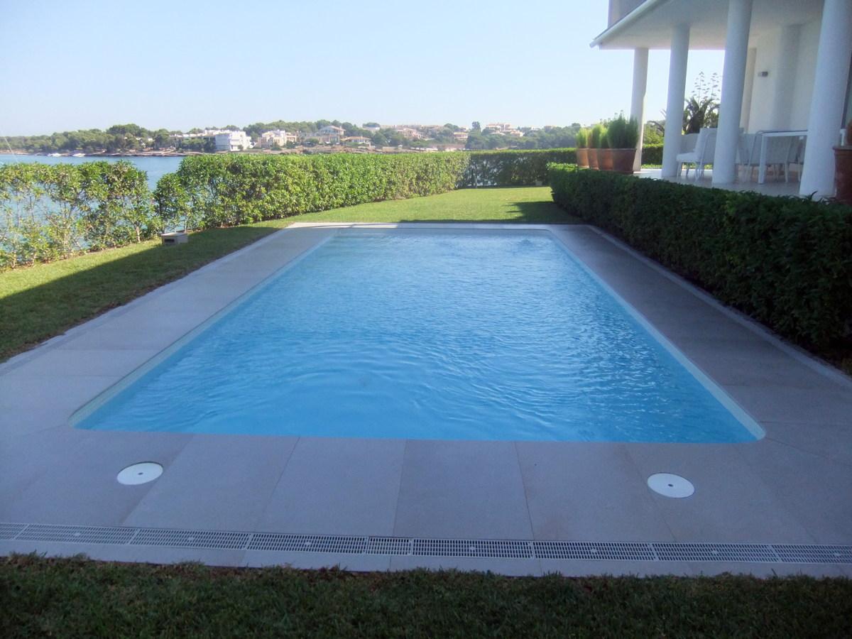 Proyectos integrales de construcci n y mantemiento de for Suministros para piscinas