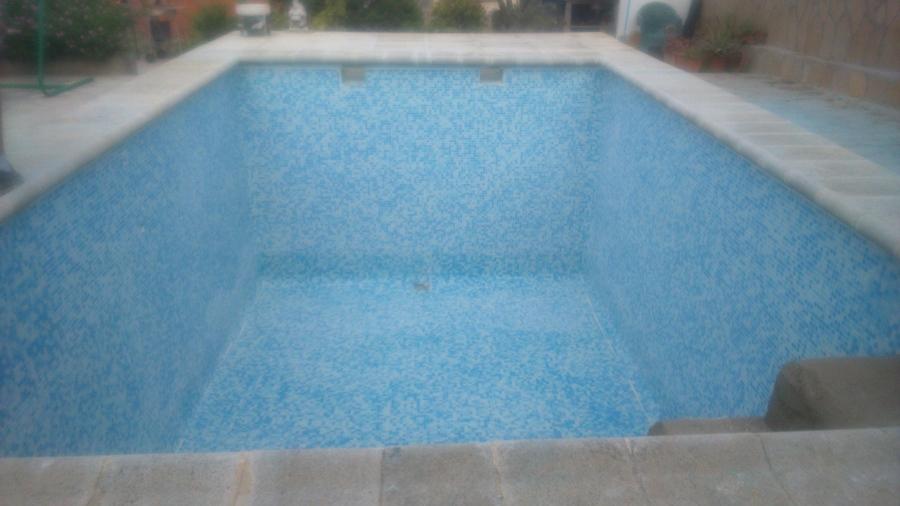 Revestimiento con gresite una piscina que estaba pintada for Colocar gresite piscina
